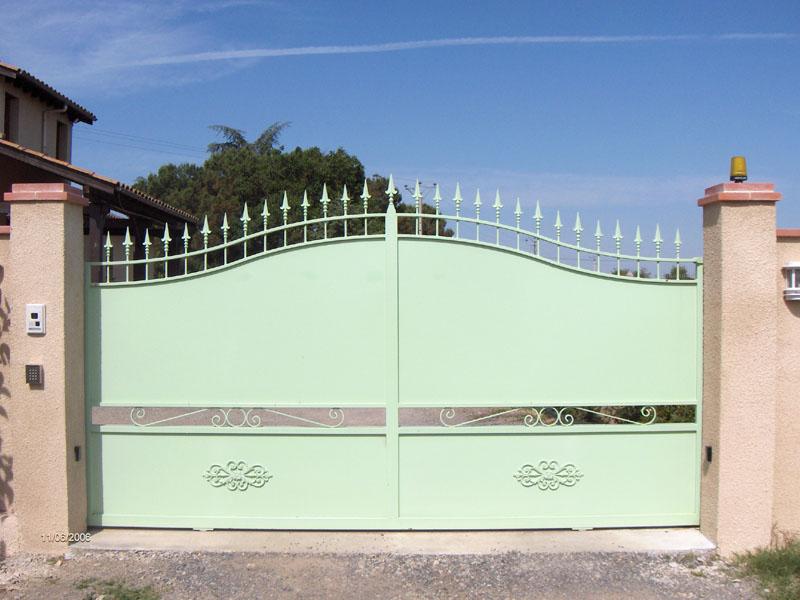 Duffaut portail haute garonne en fer forg proche de toulouse conception sur le 31 - Portail coulissant avec porte integree ...